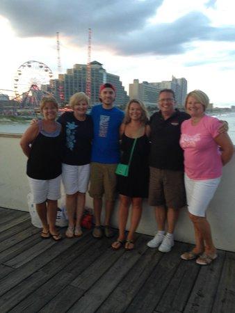 Joe's Crab Shack: Friends & Family... FUN!