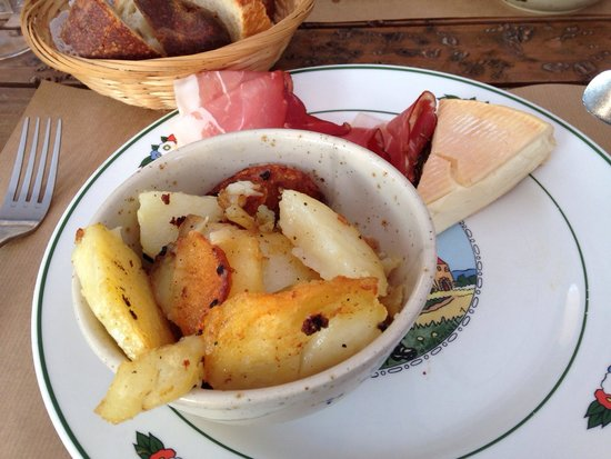 Wistub Brenner : Meat, cheese, and delicious potatoes