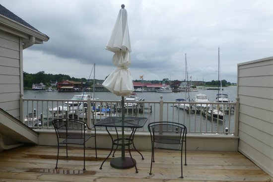 St. Michaels Harbour Inn Marina & Spa: Private Deck with Waterfront Room