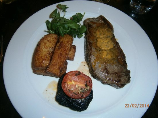 Signatures Restaurant: perfectly cooked steak