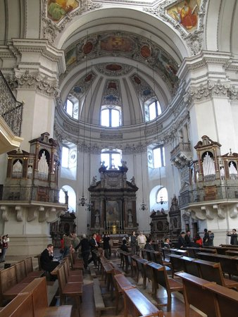 Salzburger Dom: Altar and part of the dome