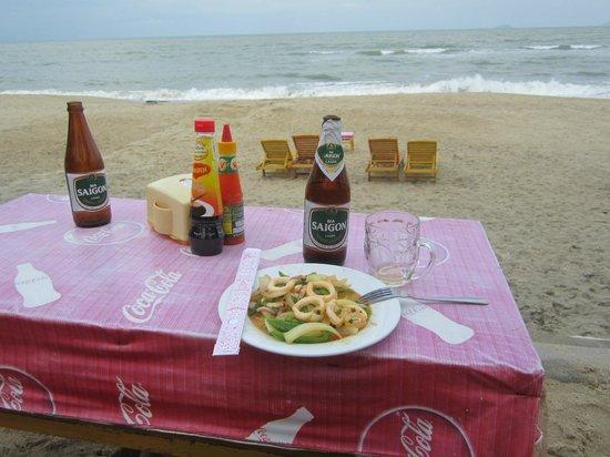 Hon Restaurant - Hoi An: Мой полдник на пляже