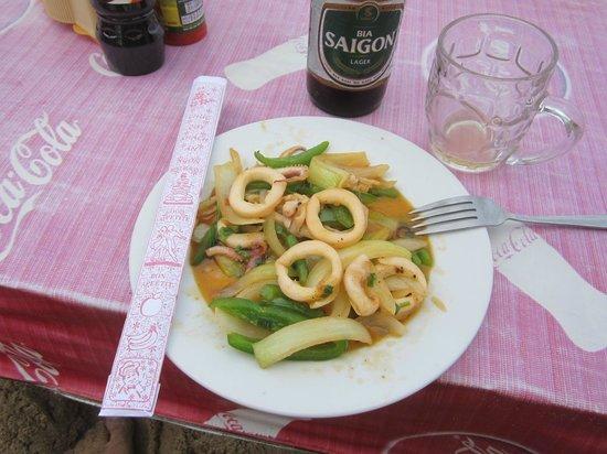 Hon Restaurant - Hoi An: Кальмары с овощами