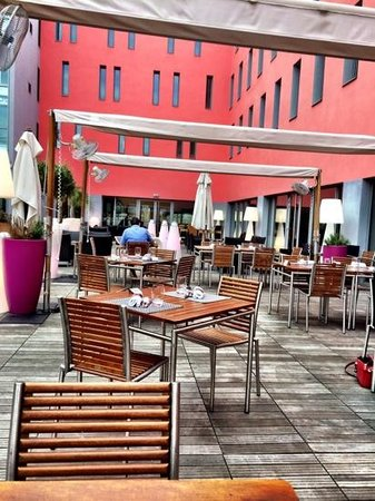Radisson Blu Hotel, Toulouse Airport : Outdoor dining