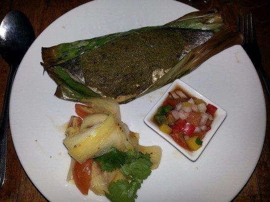 Sheela's: Sea bass cuisiné dans une feuille de bananier super bon à tester absolument