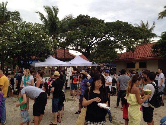 Chamorro Village: チャモロ•ビレッジのナイトマーケット
