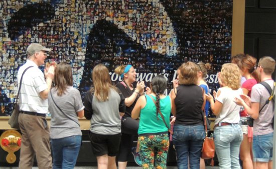 Inside Broadway Tours : Allie and the group