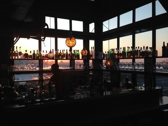 The Pot Luck Club: Sunset at the bar