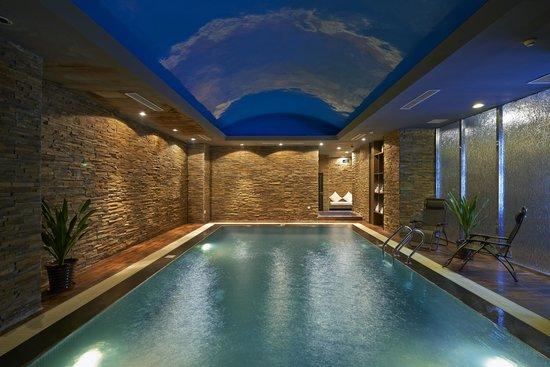 Novotel Beijing Sanyuan: Indoor swimming pool
