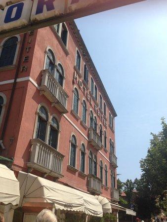 Reiter Hotel : Hotel von der Straße aus gesehen