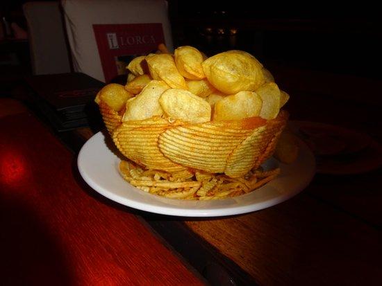 Puerto Madero Cancún: Potatoe souffles in potatoe chip bowl
