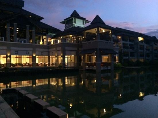 Le Meridien Chiang Rai Resort: vista desde el jardin