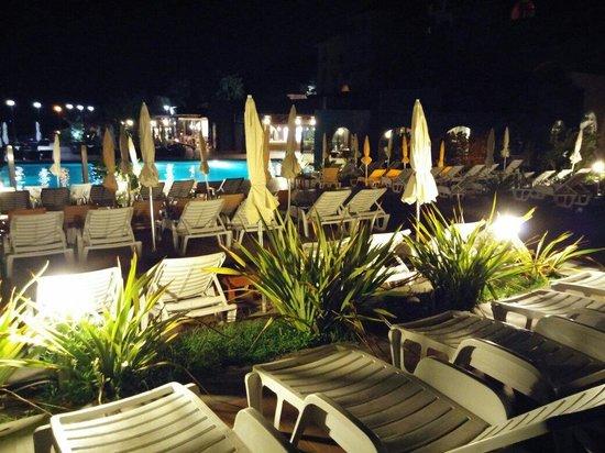 Hotel Santa Tecla Palace: Piscina vista sdraio