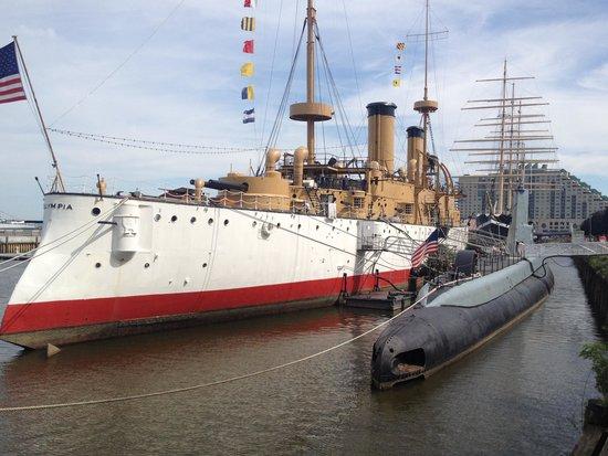 Independence Seaport Museum: Они же крупнее