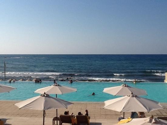 Aktia Lounge Hotel & Spa : piscine adultes