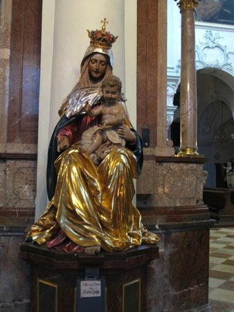 Stift St. Peter: Statue of Mother Mary and Jesus