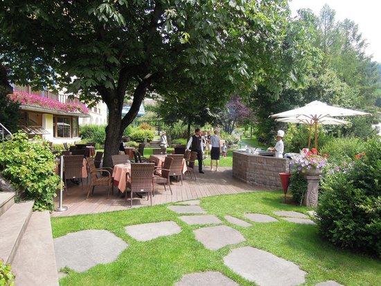 Hotel Adler Dolomiti Spa & Sport Resort : déjeuner barbecue