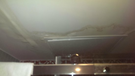 Sura Hagia Sophia Hotel: Leaking bathroom tiles with debris falling into shower - disgusting