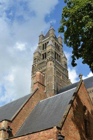 Holy Savior Cathedral (Sint-Salvatorskathedraal): Il campanile