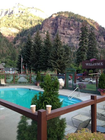 Twin Peaks Lodge & Hot Springs: View from the Pool