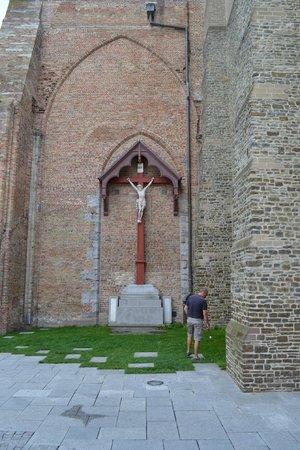 Holy Savior Cathedral (Sint-Salvatorskathedraal): Il crocifisso esterno