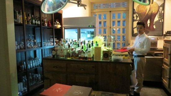 The Cabochon Hotel: bar