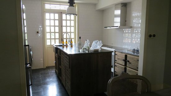 The Cabochon Hotel : kitchen