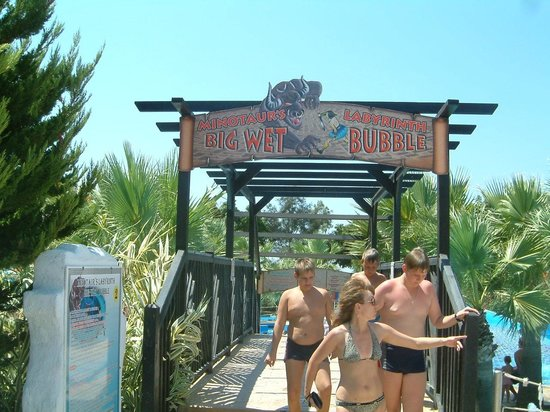 WaterWorld Waterpark: Walkway to the rides
