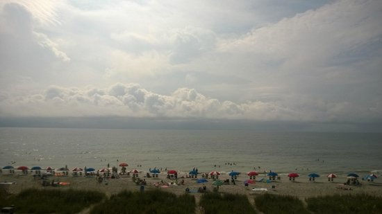 The Reef Myrtle Beach: Beautiful view despite room accomodations