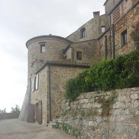 Torre dei Serviti - Residenza d'Epoca: Dall esterno...