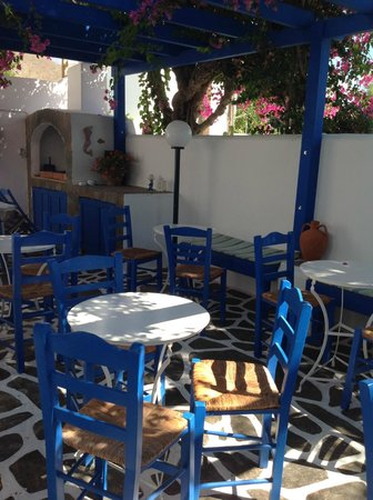 Pelagos Studios : Shaded patio - lovely space