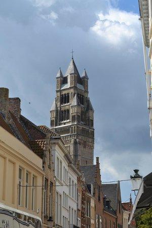 Holy Savior Cathedral (Sint-Salvatorskathedraal) : Vista del campanile
