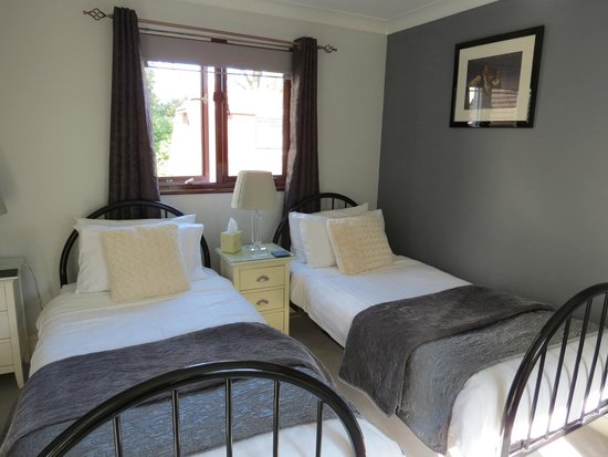 Holm Oaks Guest House: Cosy twin room