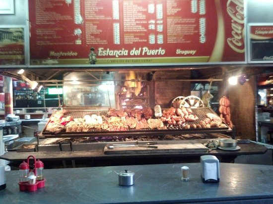 Estancia Del Puerto: Meat Cooking