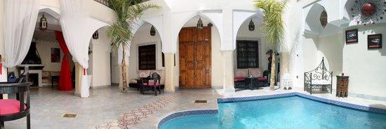 Riad Libitibito: Panoramique de la cour intérieur