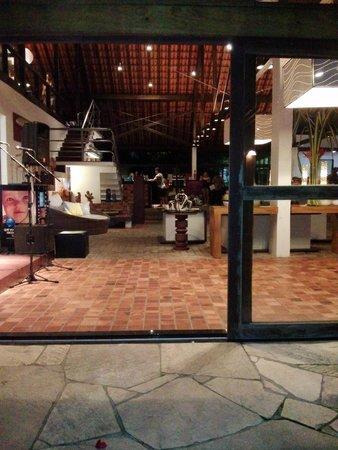 Village Porto de Galinhas: restaurante da piscina, com vista para o lounge