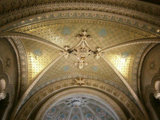 Basilique Notre Dame de Fourviere: Interior de la basílica