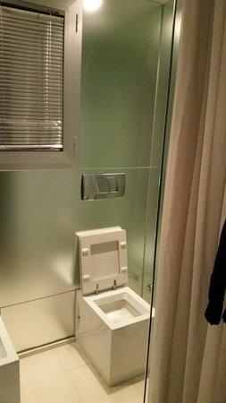 Hotel San Marino iDesign: Bagno molto elegante ma poco funzionale!niente privacy