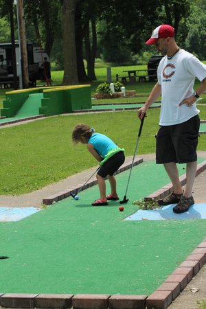 Hillsdale, IL: mini golf!