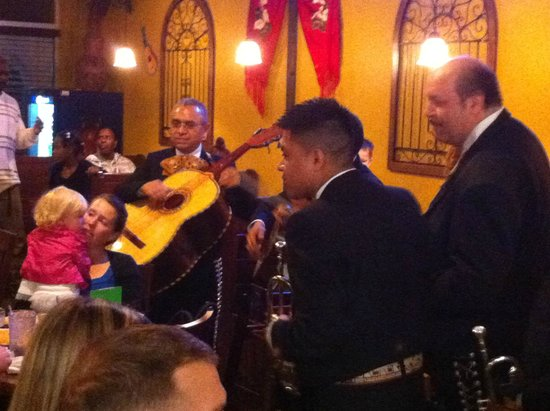El Burrito Mexican Restaurant: Mariachi Night