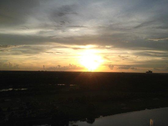 JW Marriott Orlando, Grande Lakes : Lake View King Room - Sunset