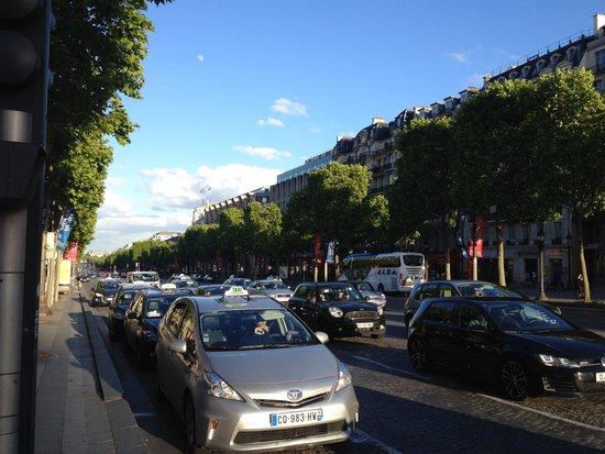 Champs-Élysées : Елисейские поля