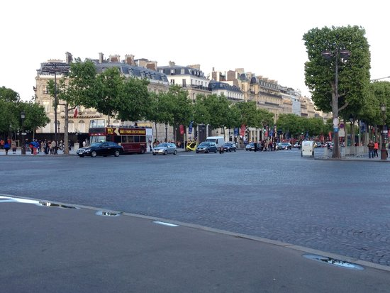 Champs-Élysées : Начало Елисейский полей