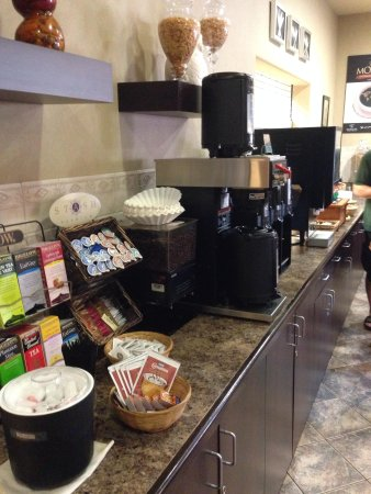 Ramada Drumheller Hotel & Suites: Breakfast Room