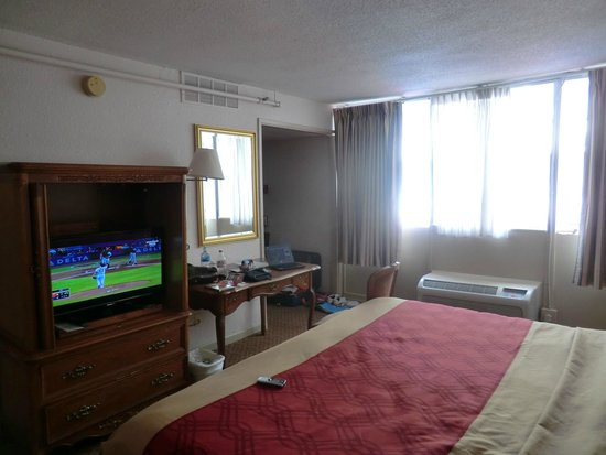 Econo Lodge Downtown : room on the 8th floor => different angle.