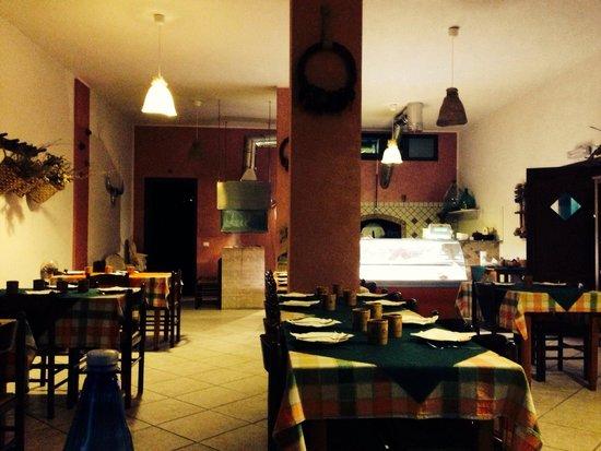 La Tana: Saletta interna (volendo mangiare all'aperto, c'è un ampio terrazzo)