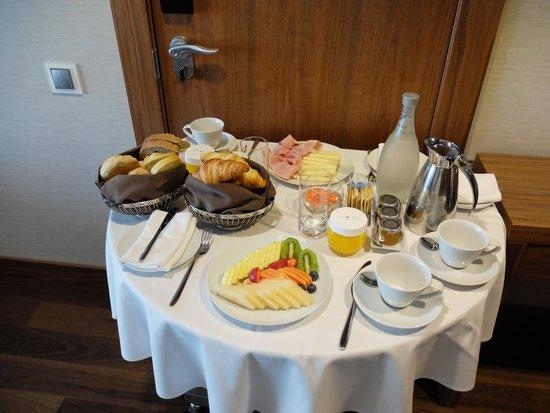 EPIC SANA Lisboa Hotel: Petit déjeuner