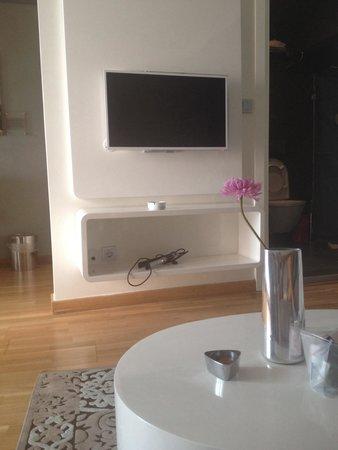 Nuru Ziya Suites : Tv e tavolino suite ex