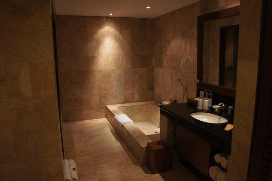 """Kamandalu Ubud: La salle de bain """"chalet Ubud"""""""