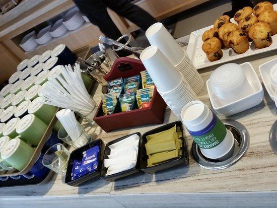 Holiday Inn Express Bangkok Sathorn: Coffee area